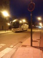 Tanto los vecinos de la calle Luis Cernuda, como los de la calle Gonzalo de Berceo y alrededores, llevamos más de una semana recibiendo multas por parte de la policía local respecto al aparcamiento. Tenemos que mover nuestros coches, porque el estacionamiento no es