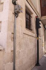 El éxito que esta teniendo el Camino de Santiago a su paso por Burgos ha obligado al Ayuntamiento  a regular el mismo mediante semáforos, como podemos ver en esta foto sacada en la calle Fernán Gonzalez