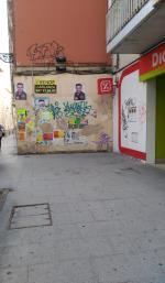 Parece ser que alguien necesita m�s pruebas sobre el deplorable estado de la calle Santa Dorotea. Aqu� se puede apreciar la suciedad del suelo y las pintadas y carteles de una de las fachadas de esa calle. Subir� una foto cada d�a si es necesario.
