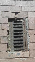 Este es el estado de muchas de las aceras de Avila, en este caso de la Avenida de Madrid. Una pena, nadie las arregla??.