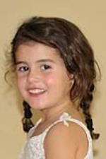 Carlota Rodriguez Picazo cumple cuatro años el 2 de agosto. Son vecinos junto con sus papás le desean un día muy feliz!