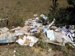 Ayer, domingo 24 de julio, al ir hacia el pantano, en la carretera Cortada, nos encontramos con estos escombros arrojados por algún