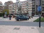 A la señora del Jaguar hoy la han quitado el sitio del Alcalde, cuelgo esta foto por si sirve a los vecinos de Venerables para acabar con el cachondeo de coches de ese parque.