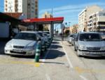 Calle Almansa 2. Hay dos filas de aparcamiento y carril bici, pero no hay acera.4607