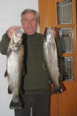 Mucha suerte para pescar una trucha de 2,550 y otra de 1,600 kg.