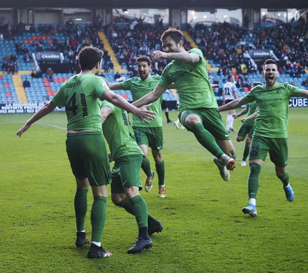 El Burgos CF triunfa en el Helmántico