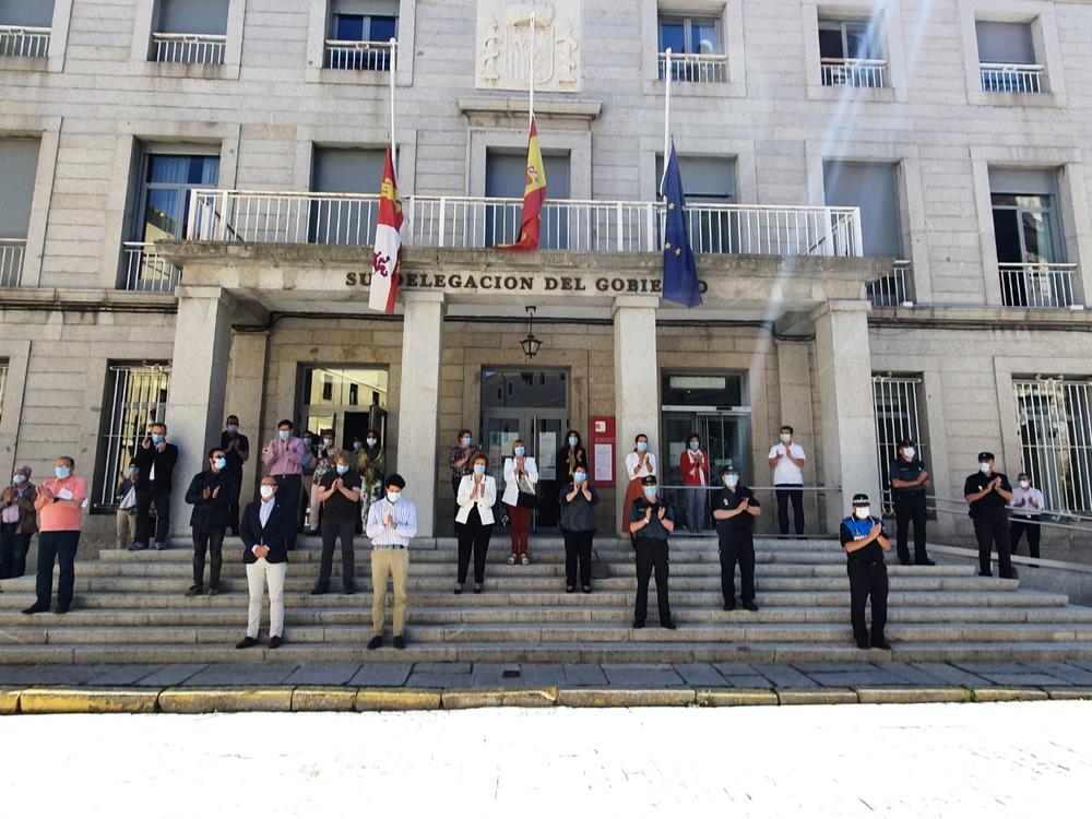 Minuto de silencio por las víctimas de la covid-19 tras 10 días de luto nacional