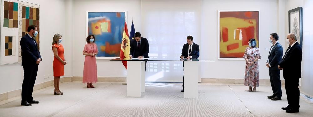 Firma del acuerdo económico entre el Gobierno y la FEMP