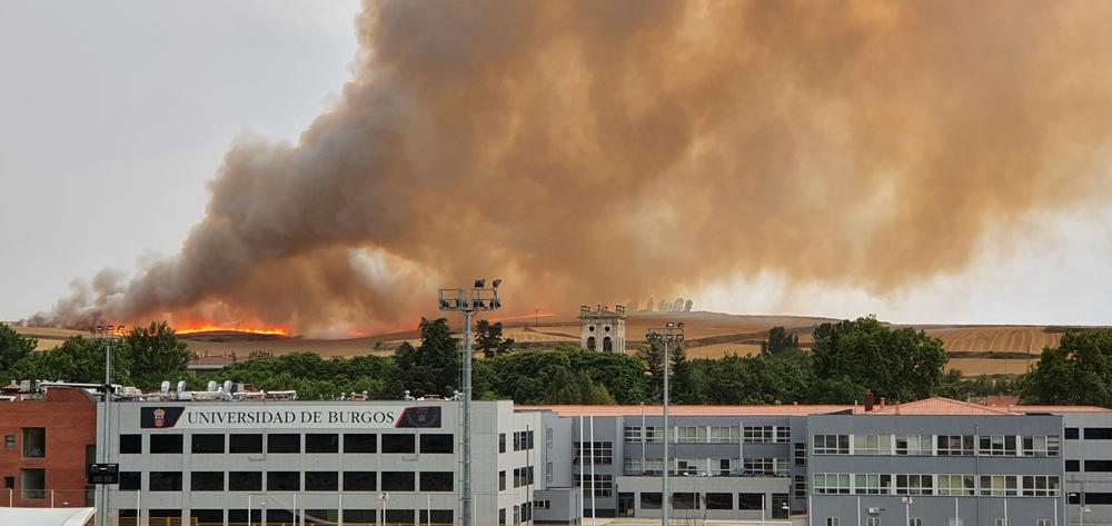 Incendio junto a la carretera de Arcos