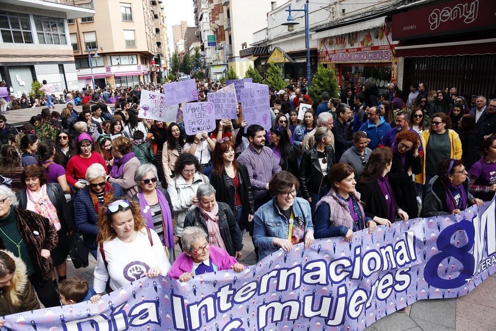 Marea violeta en el 8M de Talavera