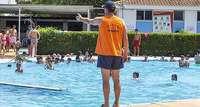 La piscina en la capital es la más barata de la región