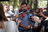 Luis Tudanca realiza declaraciones a los medios tras un acto.