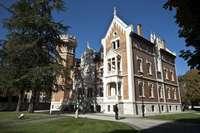 El PP, Cs y Vox contratacan a Podemos con el castellano