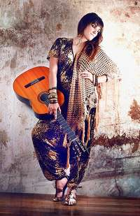 La cantautora de moda, Alaska y el joven que suena