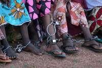 Liberan a 147 personas en condiciones inhumanas en Nigeria