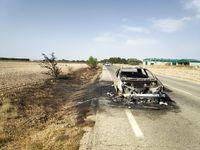 Arde un vehículo en la carretera de Santa Ana