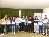 Los alumnos de un Día en la Empresa reciben los diplomas