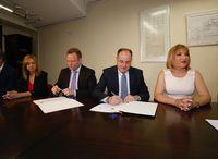 PSOE y Cs firman el acuerdo de gobernabilidad