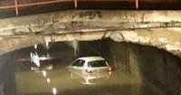 Un coche se quedó atrapado en el túnel de Labradores