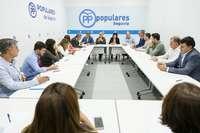 """El PP situará al profesor """"en el centro"""" de sus reformas"""