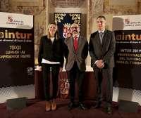 Estrella Torrecilla, Javier Ortega(c) y Alberto Alonso, durante la presentación de la nueva edición de Intur