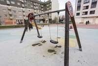 El suelo de 19 parques infantiles se cambiará desde el lunes