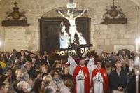 La lluvia deja dentro del templo la procesión de San Lesmes