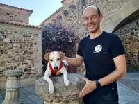 El perro influencer que visita sitios donde aceptan mascotas