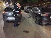 Un conductor golpeó varios vehículos y se fue del lugar