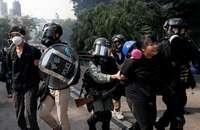 La Policía arresta a 40 civiles en la Universidad de Hong Kong