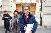 El presidente del Consejo de colegios profesionales de Enfermería de Castilla y León, Alfredo Escaja, se reúne con la consejera de Sanidad.