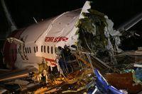 Al menos 18 muertos al salirse de pista un avión en la India