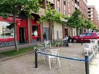 Casi 200 bares reordenan su terraza y 49 ocupan aparcamiento