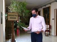 Comendador ve «pinza» entre PSOE y PP contra su labor