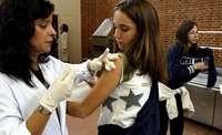 Imagen de archivo de una campaña de vacunación en un centro escolar.