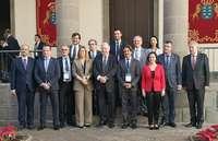 El presidente de las Cortes de Castilla y León, Luis Fuentes, posa junto al resto de los participantes en la reunión del Comité Permanente de la conferencia de Asambleas Legislativas Regionales de Europa (CALRE).