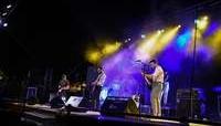 Un momento del concierto de la banda Vermú, de La Roda.