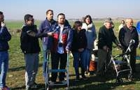 El alcalde de La Roda, Juan Ramón Amores, ha estado presente en el acto de plantación.