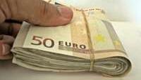 Entrega a la Policía un fajo de billetes perdido en la calle