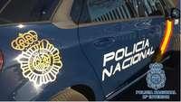 La Policía Nacional extingue un fuego en Hellín