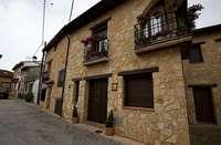 Fachada de una casa rural de Castilla-La Mancha, en una imagen de archivo.