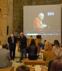 Aguilar rinde homenaje a Rafael Paradelo