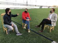 Comendador, que estuvo acompañado durante su visita por el coordinador de Cs en Esquivias, Eduardo de Diego, escuchó al presidente del club de fútbol local, Óscar Medina
