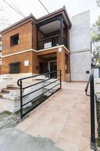 Rampa de acceso a un edificio público, en una imagen de archivo.