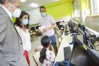 La presidenta y el anterior consejero de Educación visitan el colegio Navarrete El Mudo.