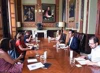 Franco presenta a la Diputación medidas de apoyo al turismo