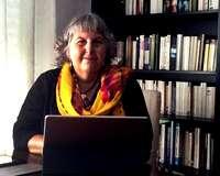 Reina González estudió periodismo y su trayectoria profesional siempre se ha vinculado a distintos medios de comunicación del País Vasco.