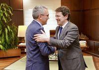 El presidente de la Junta de Castilla y León, Alfonso Fernández Mañueco, se reúne con el delegado del Gobierno en Castilla y León, Javier Izquierdo.