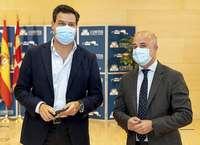 El portavoz del Grupo Popular, Raúl de la Hoz (i), y el del Grupo de Ciudadanos, David Castaño, ayer en las Cortes