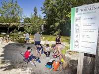 La Cascada del Peñón en Pedrosa de Tobalina recibió a familias y amigos que disfrutaron de una jornada de sol, baño y comida al aire libre.